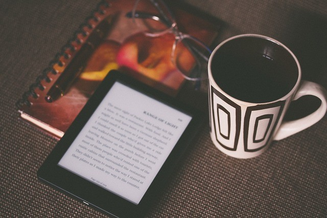 read books in the dark on a Kindle Paperwhite