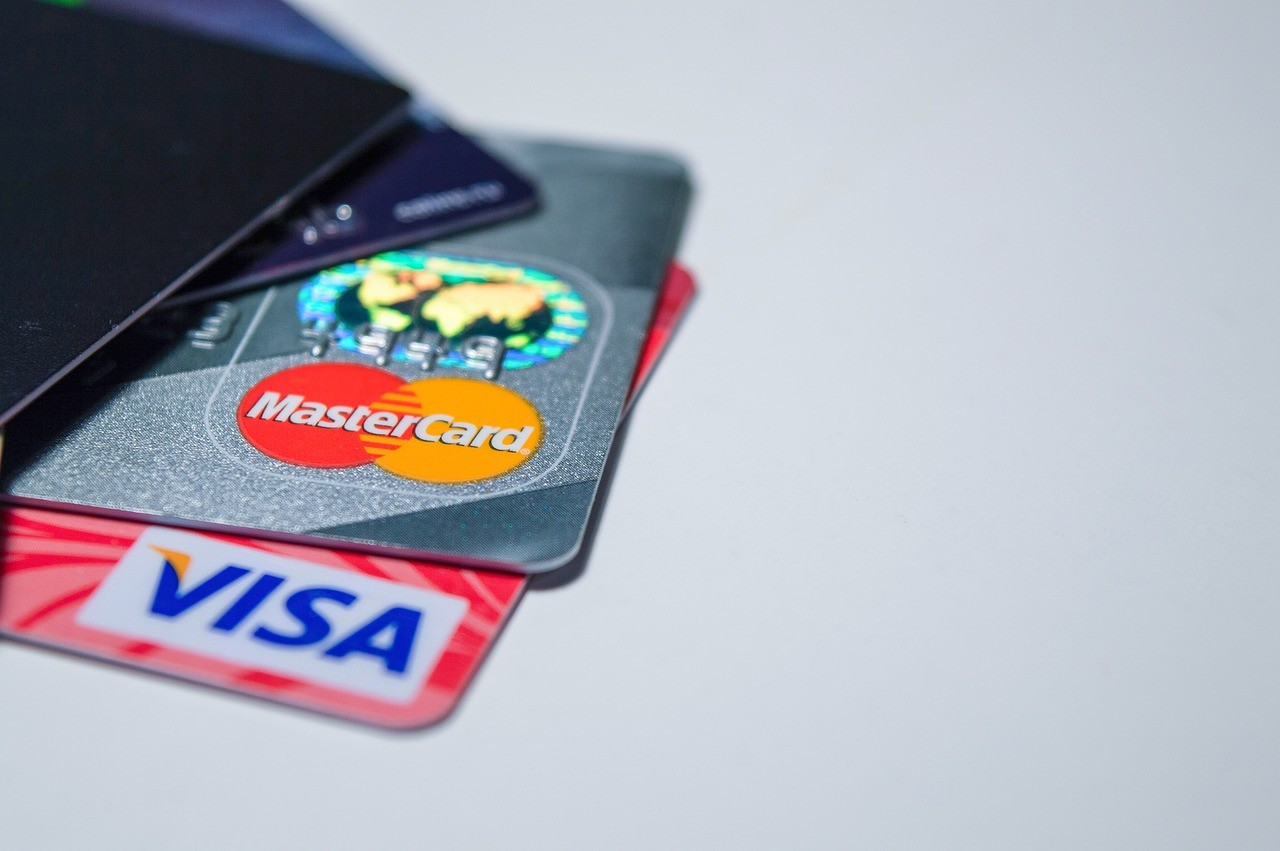You can still use your international Visa and MasterCard cards in Zimbabwe